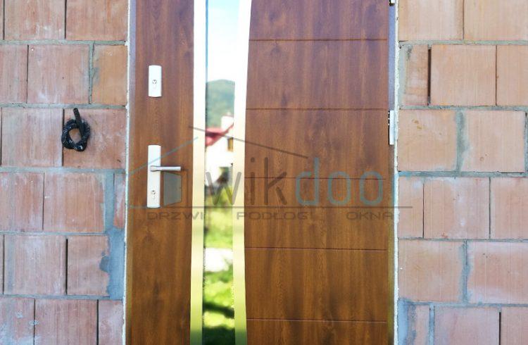 Montaż nowych drzwi w Jurkowie