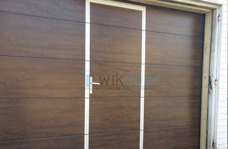 Montaż bramy garażowej Krispol z drzwiami serwisowymi w Limanowej