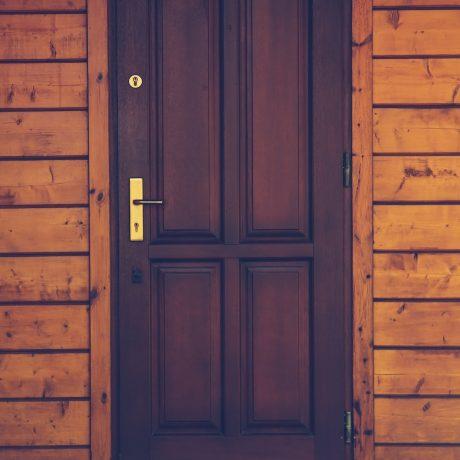 Drzwi wejściowe do domu – Na co zwrócić uwagę?